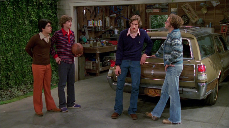 Lacoste Blue V-Neck Sweater Outfit Worn by Ashton Kutcher as Michael Kelso in That '70s Show S02E22 (2)