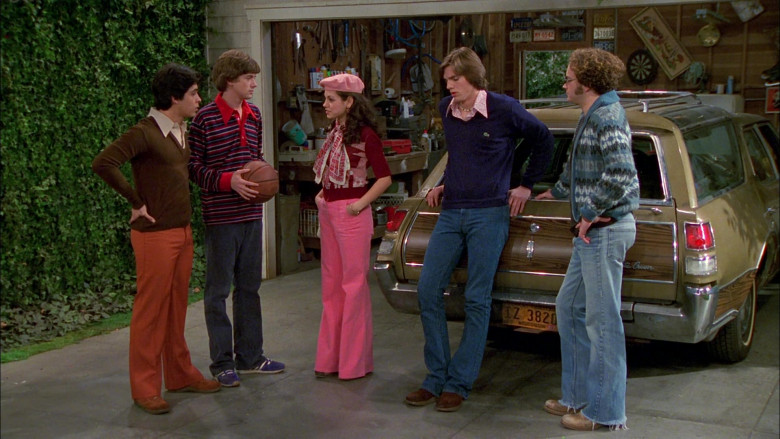 Lacoste Blue V-Neck Sweater Outfit Worn by Ashton Kutcher as Michael Kelso in That '70s Show S02E22 (5)