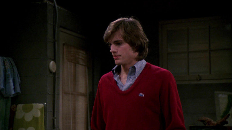Lacoste Red Sweater and Shirt Collar Outfit of Ashton Kutcher as Michael Kelso in That '70s Show S03E19 (1)