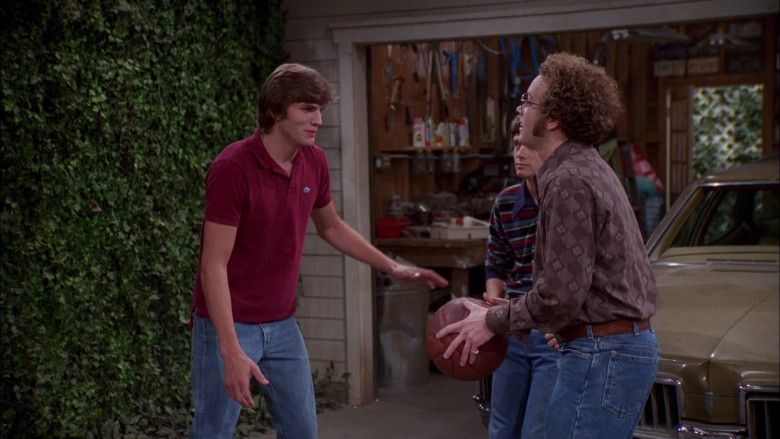Lacoste Shirt Outfit Worn by Ashton Kutcher as Michael Kelso in That '70s Show S04E05 (2)