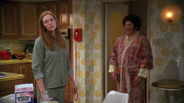Laura Prepon as Donna Eating Kellogg's Frosted Flakes Cereal in That '70s Show (2)
