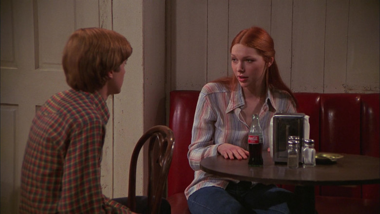 Laura Prepon as Donna Pinciotti Enjoying Coca-Cola Soda Drink in That '70s Show S01E04