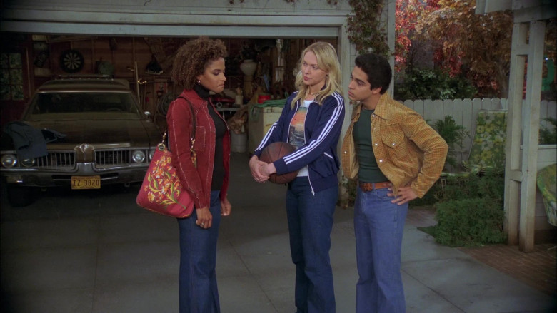 Laura Prepon as Donna Wears Adidas Jacket, Nature Print T-Shirt and Women's Flared Jeans Outfit in That '70s Show (3)