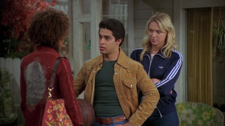 Laura Prepon as Donna Wears Adidas Jacket, Nature Print T-Shirt and Women's Flared Jeans Outfit in That '70s Show (4)