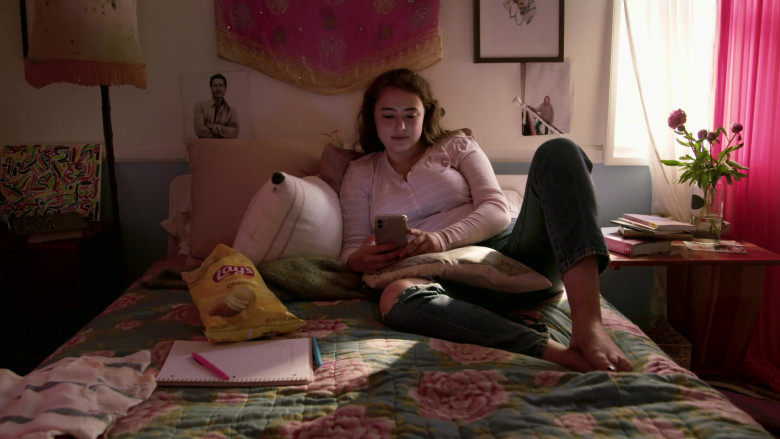 Lay's Classic Potato Chips of Ava Bellows as Sophie in Love in the Time of Corona S01E02