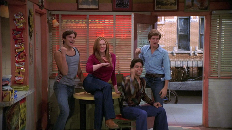 Lay's and Fritos Chips in That '70s Show S06E01 (1)
