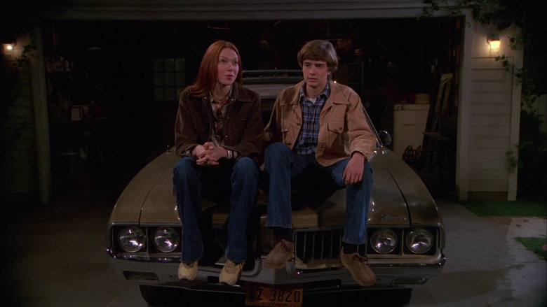 Lee Jacket, Plaid Shirt and Blue Jeans Outfit of Topher Grace as Eric Forman in That '70s Show S01E06 (2)