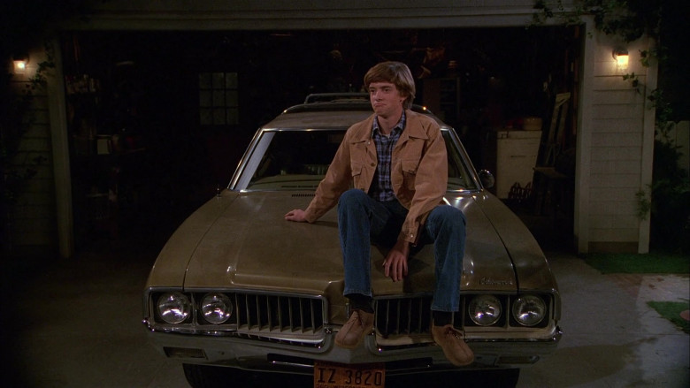 Lee Jacket, Plaid Shirt and Blue Jeans Outfit of Topher Grace as Eric Forman in That '70s Show S01E06 (4)