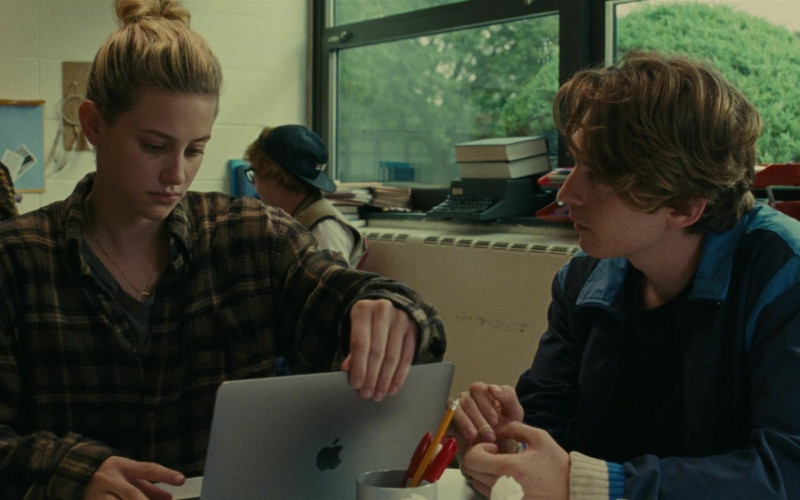 Lili Reinhart as Grace Using Apple MacBook Laptop in Chemical Hearts Movie (2)