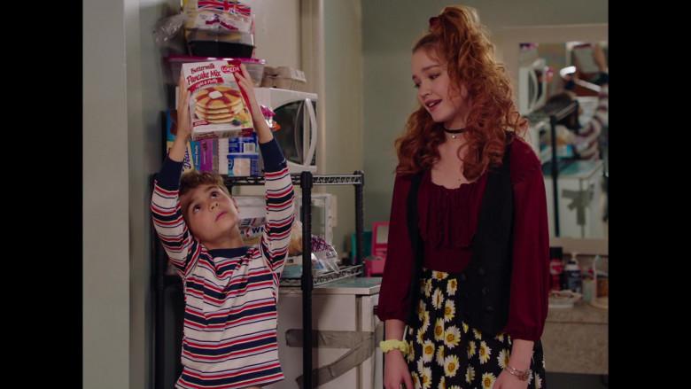 Loretta Buttermilk Pancake Mix in Room 104 S04E05