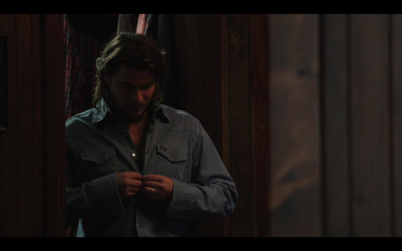 Luke Grimes as Kayce Wears Wrangler Shirt Cowboy Outfit in Yellowstone S03E08 TV Show (1)