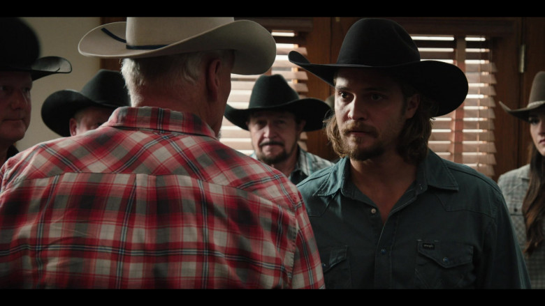 Luke Grimes as Kayce Wears Wrangler Shirt Cowboy Outfit in Yellowstone S03E08 TV Show (2)