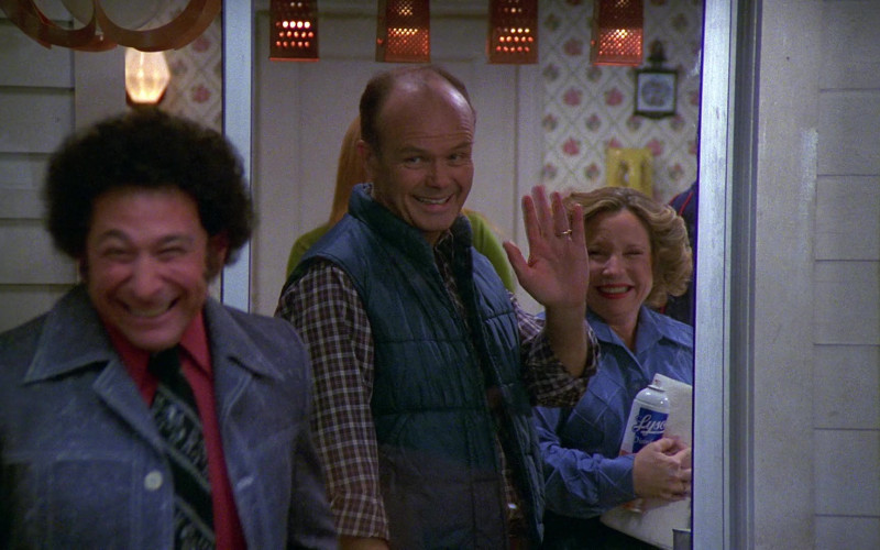 Lysol Cleaning Spray Held by Debra Jo Rupp as Kitty Forman in That '70s Show S02E14