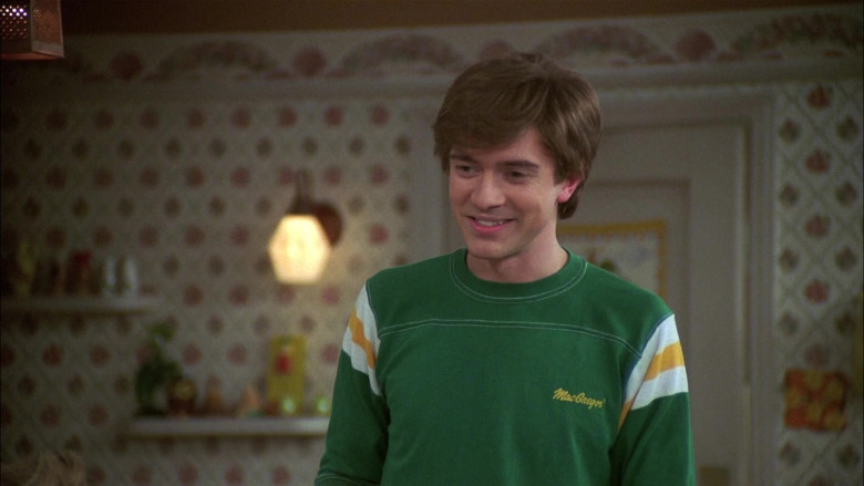 MacGregor Green T-Shirt Outfit Worn by Actor Topher Grace as Eric Forman in That '70s Show S07E22 (1)