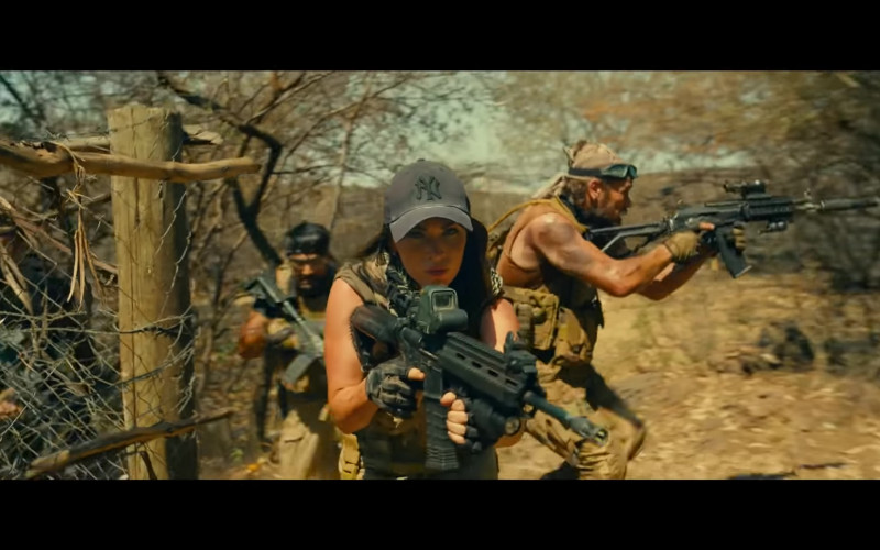Megan Fox Wears New Era New York Yankees Black Cap in Rogue Movie (1)