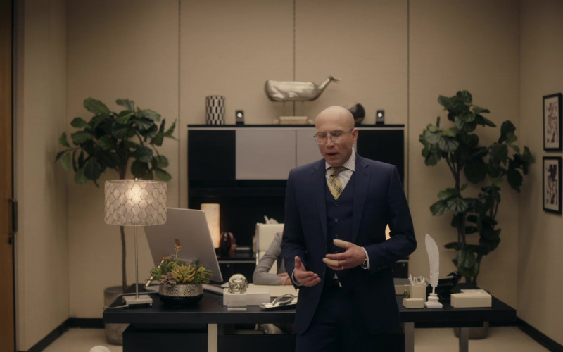 Microsoft Surface Studio Computer in Corporate S03E06