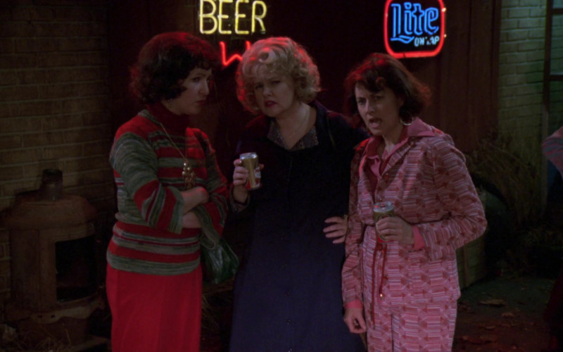 Miller Lite Beer Neon Sign in That '70s Show S02E19 (1)