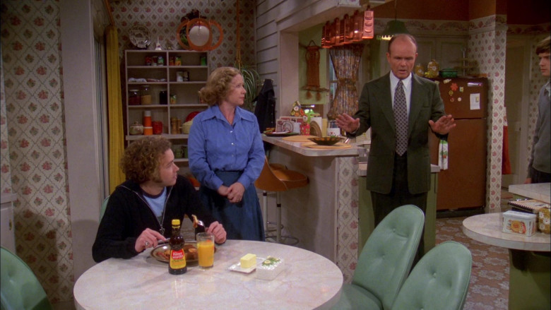 Mrs. Butterworth's Syrup Enjoyed by Danny Masterson as Steven Hyde in That '70s Show S02E14 (2)