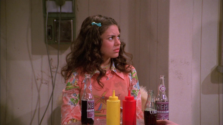 Nehi Grape Soda and Coke of Young Mila Kunis as Jackie Burkhart in That '70s Show S01E11 (1)