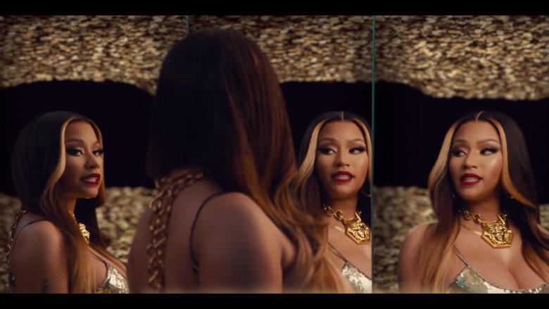 Nicki Minaj Wears Versace Gold Chain Necklace Huge Medusa in Expensive Music Video (2)