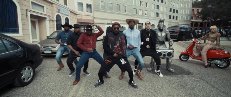 """Nike Shoes of will.i.am in """"VIDA LOCA"""" Music Video"""