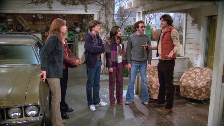 Nike Sneakers, Blue Jeans, Plaid Shirt and Hoodie Outfit Style of Topher Grace as Eric in That '70s Show (1)
