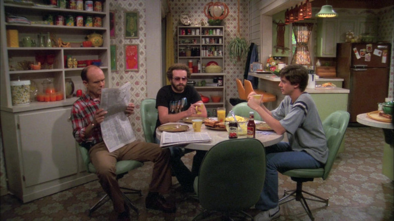Nike Sneakers, Blue Pants and Grey Tee Stylish Outfit Worn by Topher Grace as Eric in That '70s Show