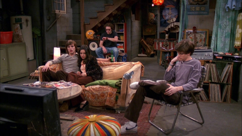 Nike Sneakers, Velvet Brown Pants and Purple Sweatshirt Outfit of Topher Grace as Eric in That '70s Show S03E21 (1)