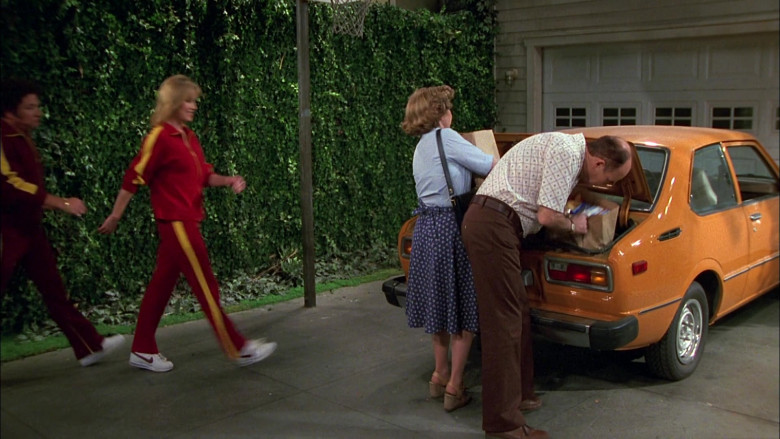 Nike Sneakers and Tracksuit Fashion Clothing in That '70s Show S02E26 (1)