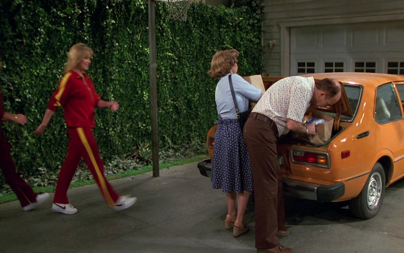 Nike Sneakers in That '70s Show S02E26 (1)
