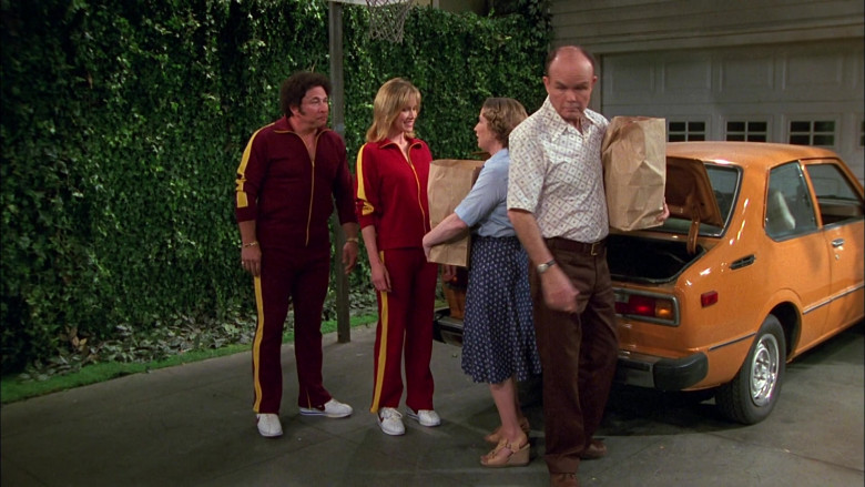 Nike Sneakers and Tracksuit Outfits in That '70s Show S02E26 (2)