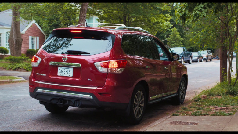 Nissan Pathfinder SL Red SUV in The War with Grandpa 2020 Movie (3)