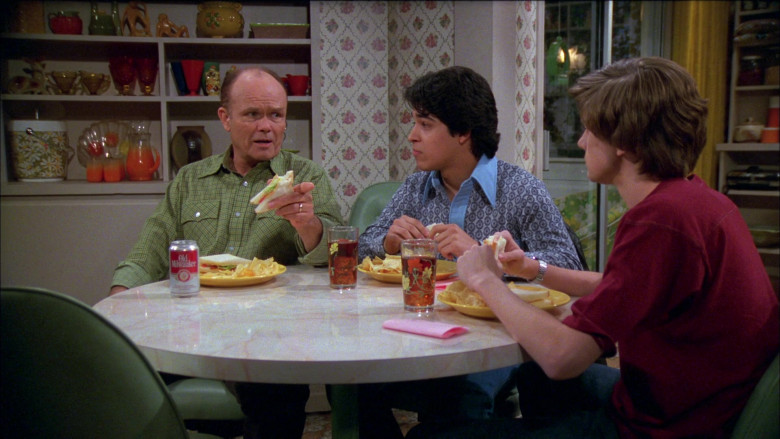 Old Milwaukee Beer of Kurtwood Smith as Red Forman in That '70s Show S02E21 (2)