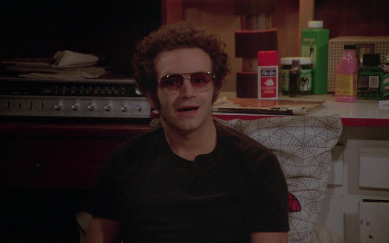 Old Spice Deodorant of Danny Masterson as Steven Hyde in That '70s Show S06E11