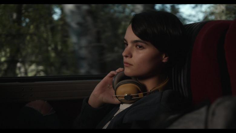 Panasonic Headphones of Brianna Hildebrand as Elodie Davis in Trinkets Season 2 TV Show by Netflix
