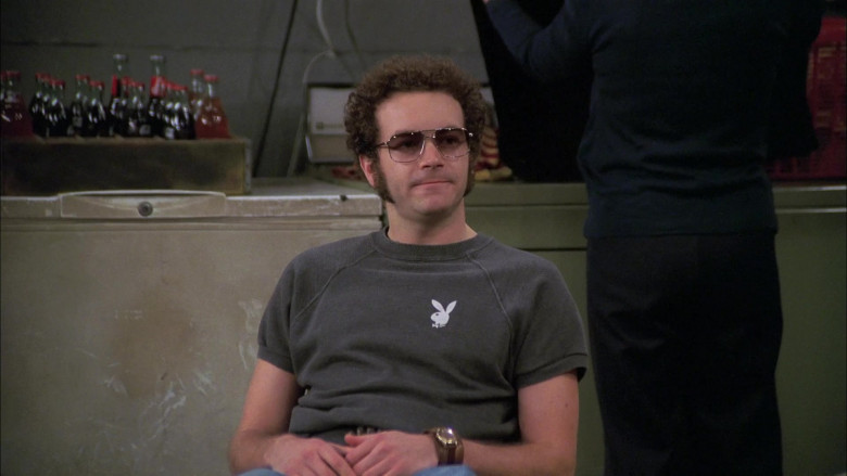 Playboy T-Shirt and Men's Flared Jeans Outfit Worn by Danny Masterson as Steven in That '70s Show S07E13 (1)