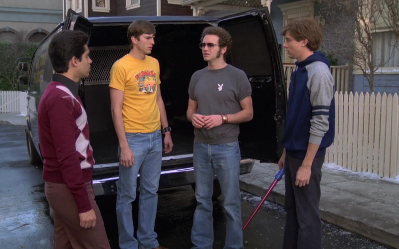 Playboy T-Shirt and Men's Flared Jeans Outfit Worn by Danny Masterson as Steven in That '70s Show S07E13 (4)