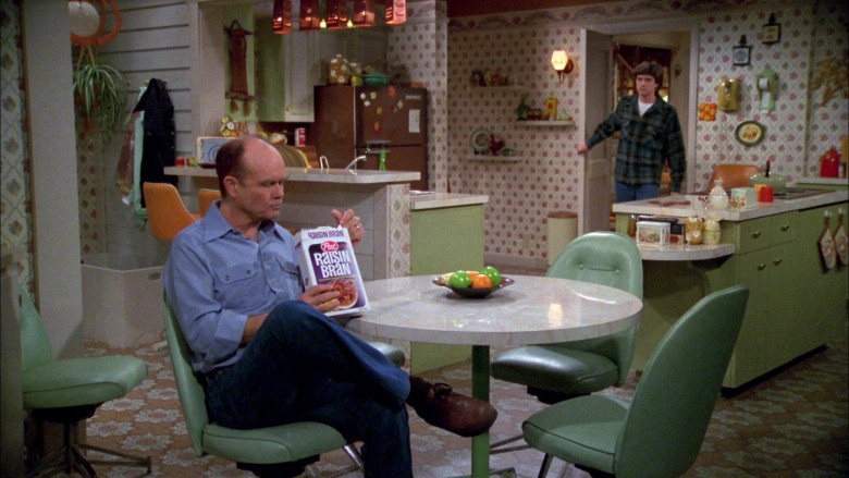 Post Raisin Bran Breakfast Cereal Enjoyed by Kurtwood Smith as Red Forman in That '70s Show S02E19 (2)
