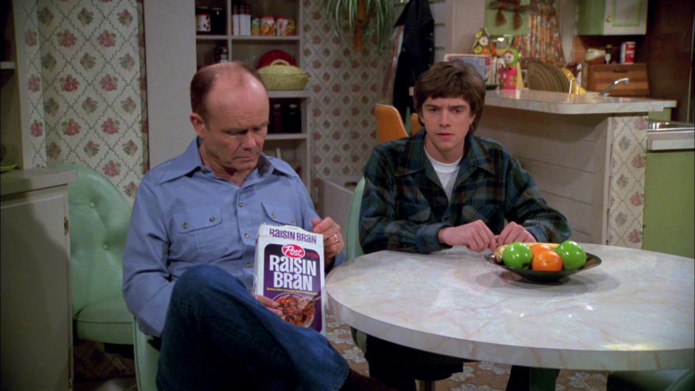 Post Raisin Bran Breakfast Cereal Enjoyed by Kurtwood Smith as Red Forman in That '70s Show S02E19 (3)
