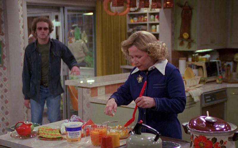 Pyrex Measuring Cup of Debra Jo Rupp as Kitty Forman in That '70s Show (1)