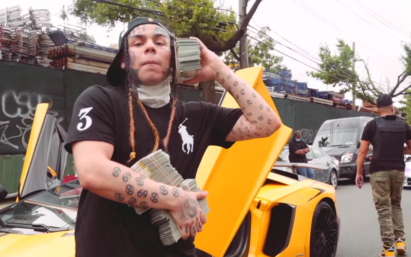 """Ralph Lauren Black Polo Shirt Outfit of 6IX9INE in """"PUNANI"""" Music Video (1)"""
