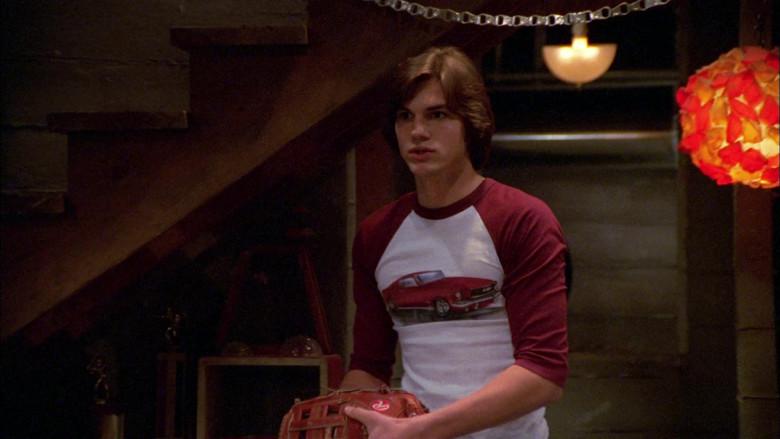 Rawlings Baseball Glove of Ashton Kutcher as Michael Kelso in That '70s Show S02E22 (1)