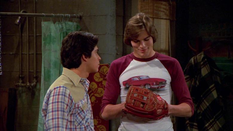 Rawlings Baseball Glove of Ashton Kutcher as Michael Kelso in That '70s Show S02E22 (4)