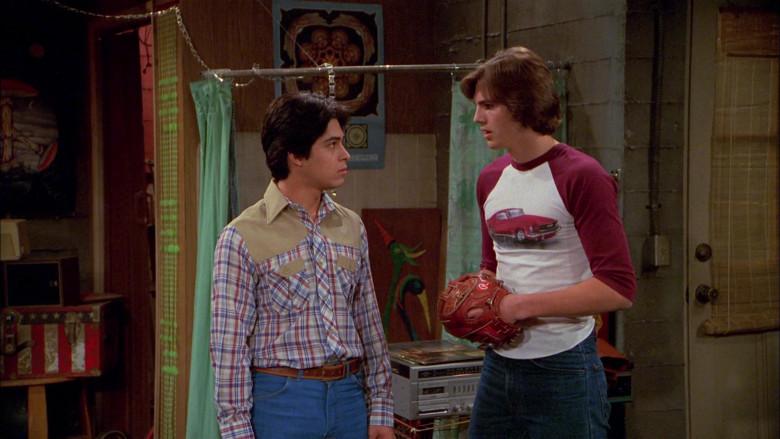 Rawlings Baseball Glove of Ashton Kutcher as Michael Kelso in That '70s Show S02E22 (5)