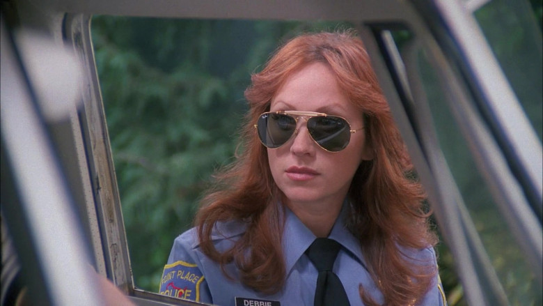 Ray-Ban Outdoorsman Women's Sunglasses Worn by TV Actress in That '70s Show S05E18 (1)