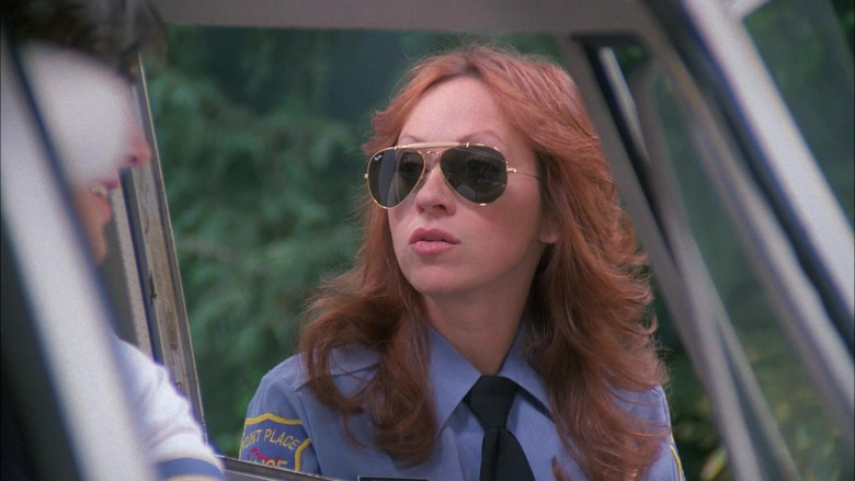 Ray-Ban Outdoorsman Women's Sunglasses Worn by TV Actress in That '70s Show S05E18 (2)