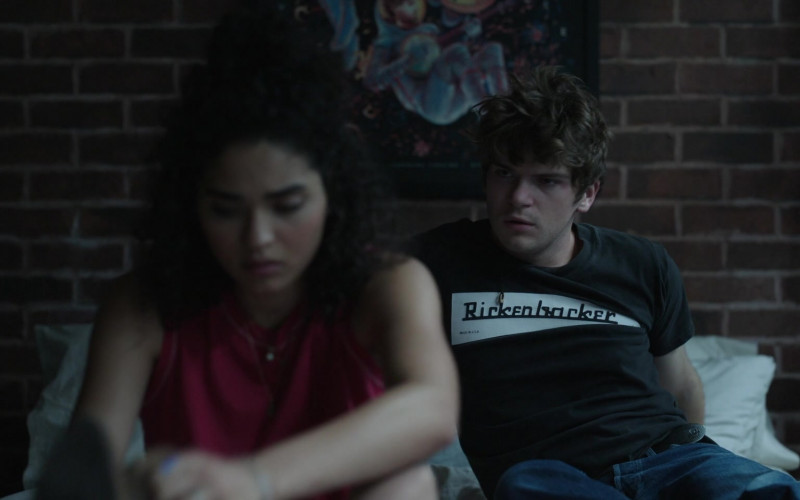 Rickenbacker T-Shirt Outfit of Colton Ryan as Samuel in Little Voice S01E08