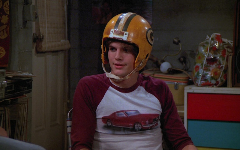 Riddell Helmet of Ashton Kutcher as Michael Kelso in That '70s Show S02E10