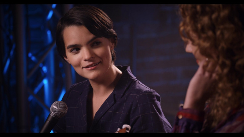 Shure Microphone Used by Actress Brianna Hildebrand as Elodie Davis in Trinkets S02E08 TV Show by Netflix (1)