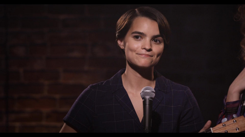 Shure Microphone Used by Actress Brianna Hildebrand as Elodie Davis in Trinkets S02E08 TV Show by Netflix (2)